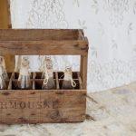 Caisse vintage de petites bouteilles