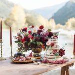 Décoration de mariage kinfolk rouge bordeaux