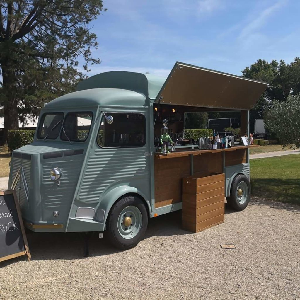 food-truck-mariage-camion-tube-citroen-bar-esprit-cocktail