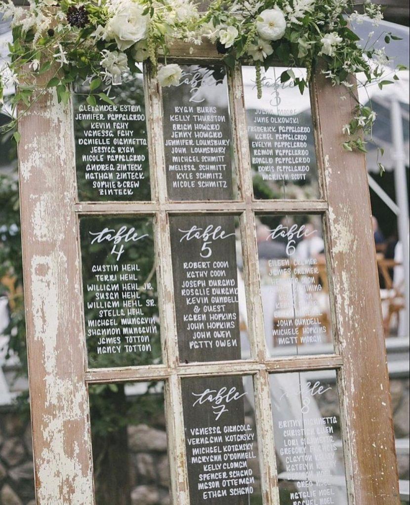 plan-de-table-mariage-carreaux-fenetre-ancienne