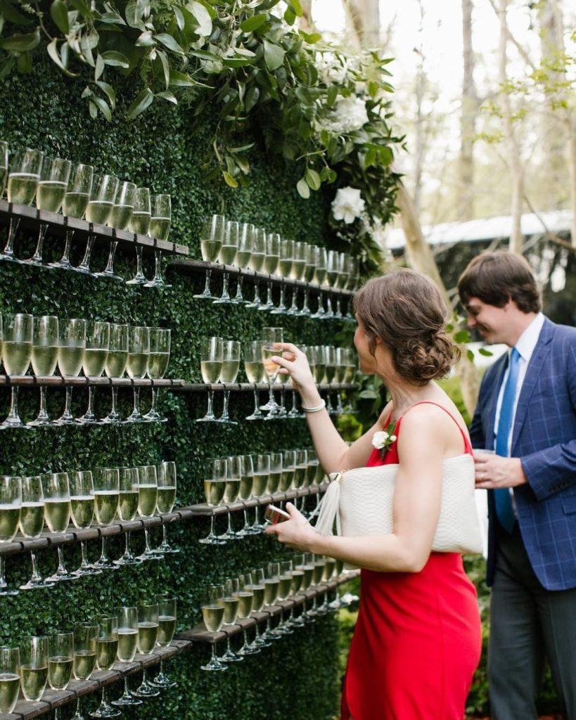 plan-de-table-mariage-mur-flute-champagne